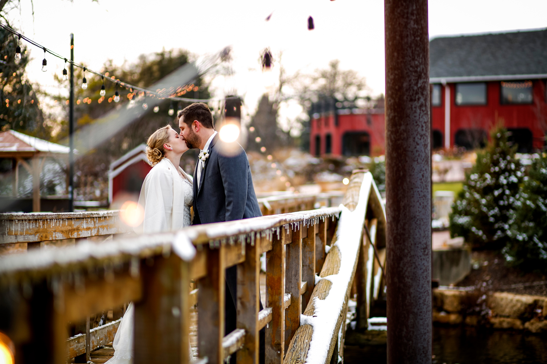 snow-wedding-photographer-ruthie-hauge-photography-chicago-madison-milwaukee-fishermen's-inn-elburn.jpg