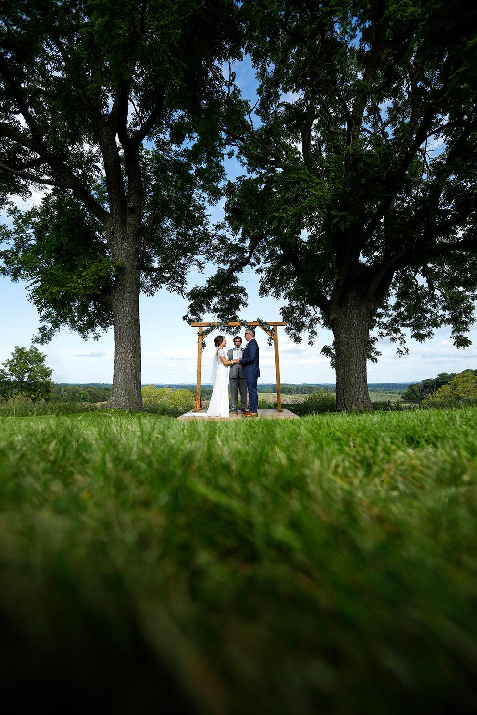vennebu-hill-wisconsin-dells-wedding-barn-madison-wi-photographer-ruthie-hauge-photography-lake-delton-baraboo-ceremony.jpg