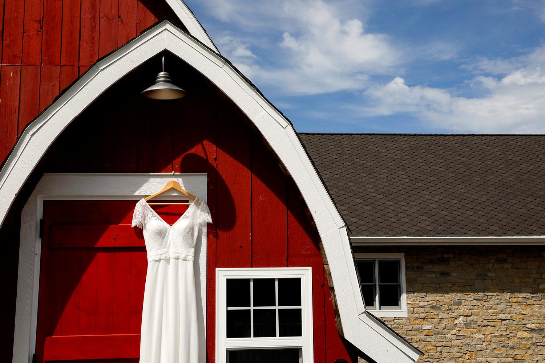 vennebu-hill-wisconsin-dells-wedding-barn-madison-wi-photographer-ruthie-hauge-photography-lake-delton-baraboo.jpg