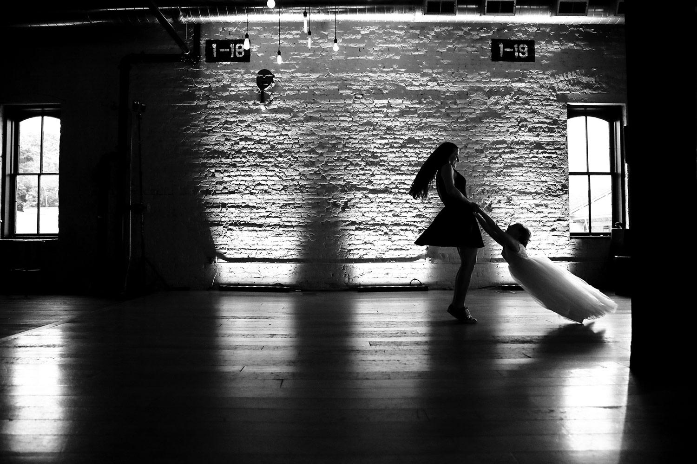 the-lagaret-stoughton-wedding-photojournalism-madison-wi-photographer-ruthie-hauge-photography-dancing.jpg