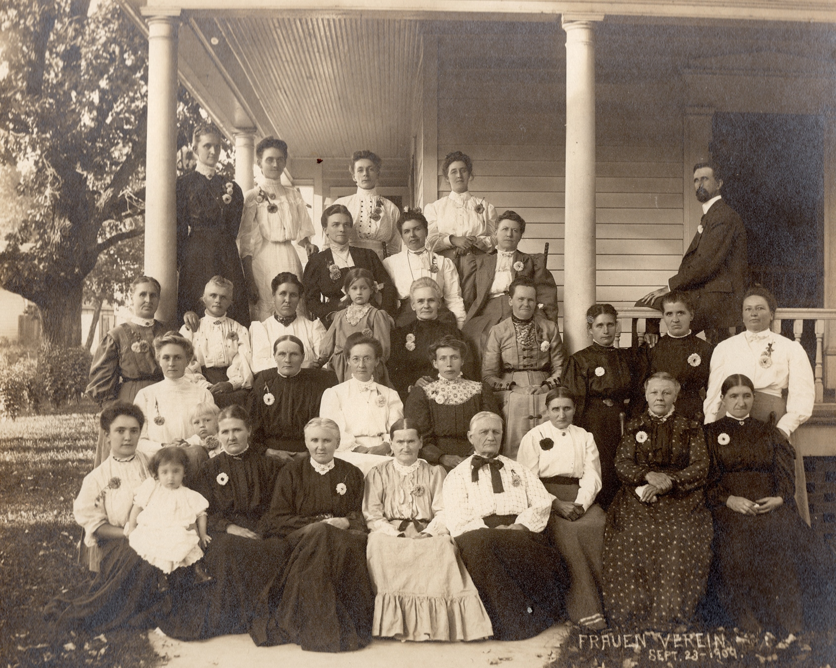 The Ladies' Aid ( Frauen Verein ) with Pastor Paresies in 1909
