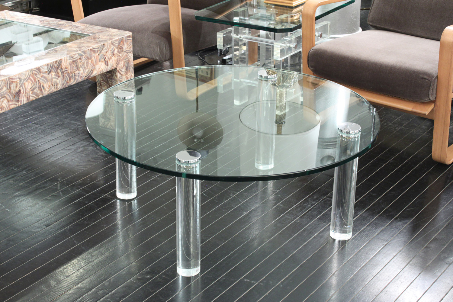 Pace 55 round lucite legs+gls top coffeetable382 detail4 hires.jpg
