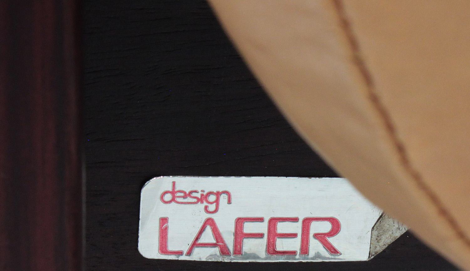 Lafter 45 rosewood+leather seat loungechair89 detail6 hires.jpg