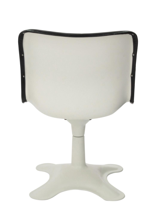 Kukkapuro 65 blk leather+white ba loungechairs107 detail2 hires.jpg