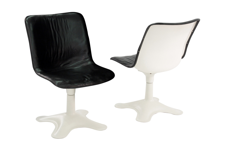 Kukkapuro 65 blk leather+white ba loungechairs107 hires.jpg