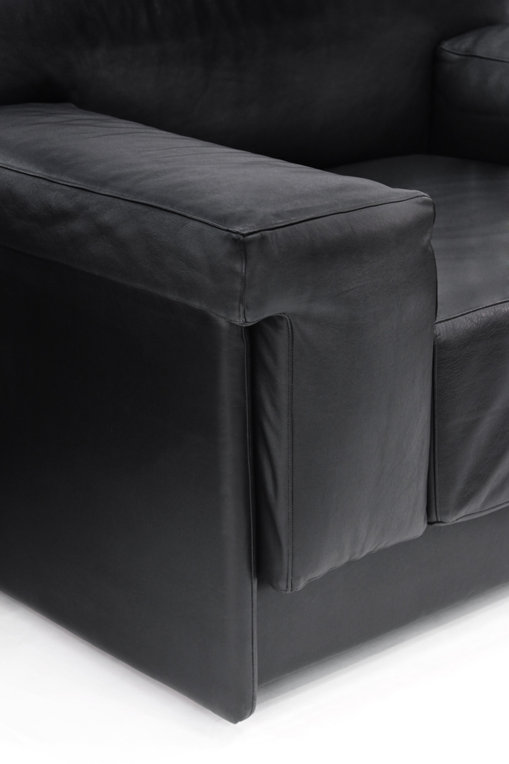 Probber 95 chunky black leather clubchairs46 detail hires.jpg