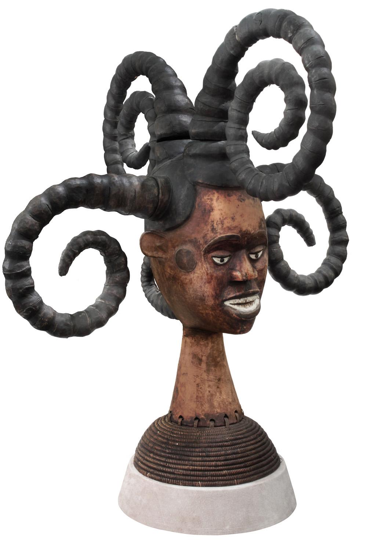 Springer 38 African Medusa sculpture98 hires.jpg