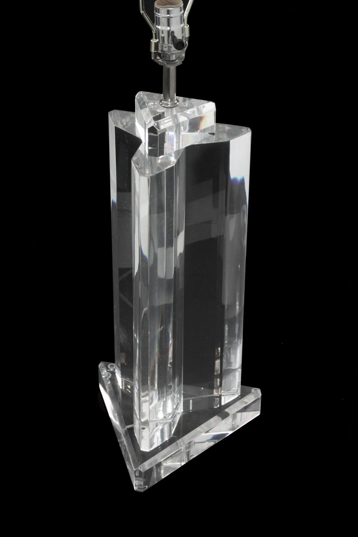 Prismatique 45 3edge lucite block tablelamp209 detail2 hires.jpg
