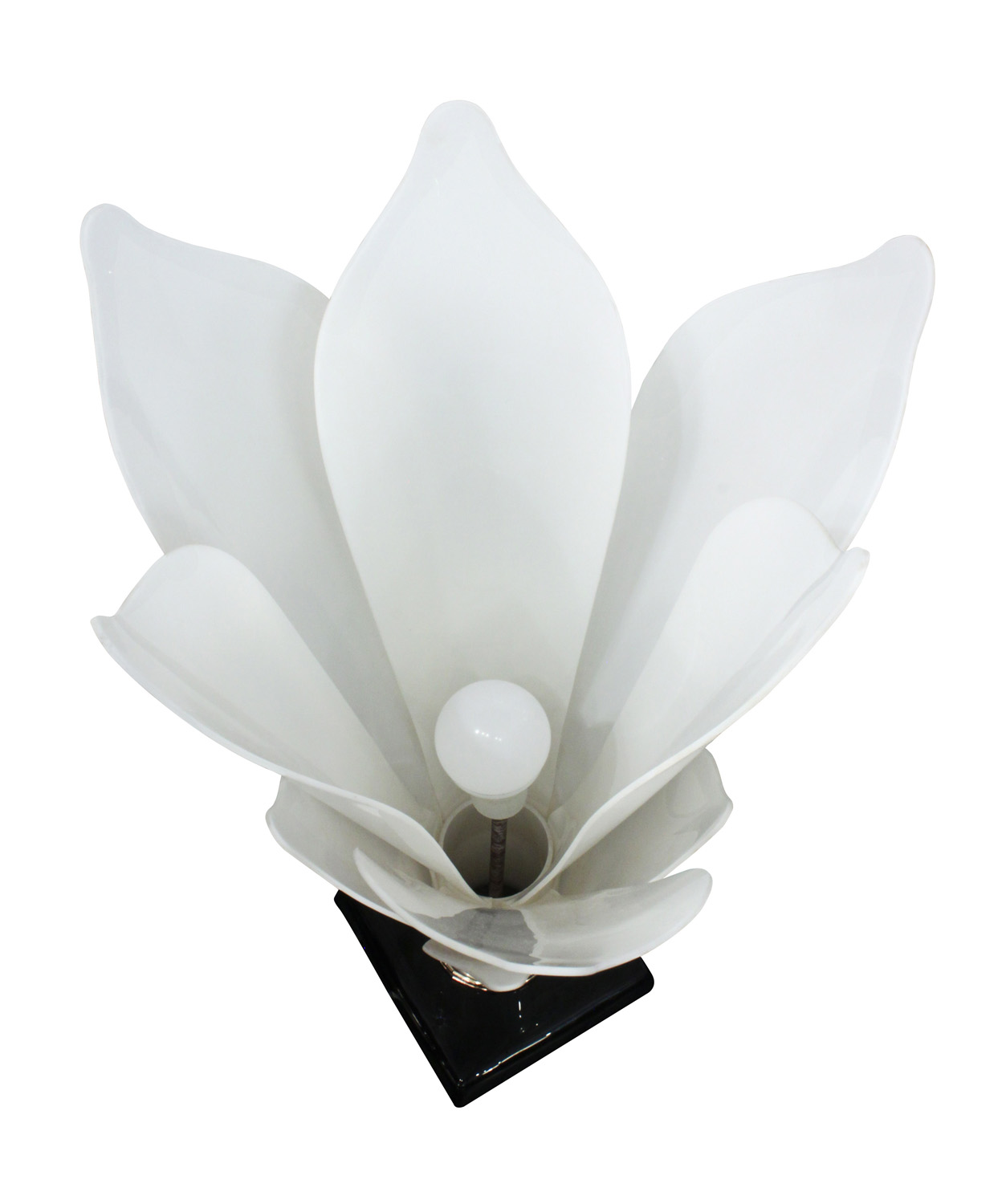 Rougier 30 white petals flower tablelamp220 detail6 hires.jpg
