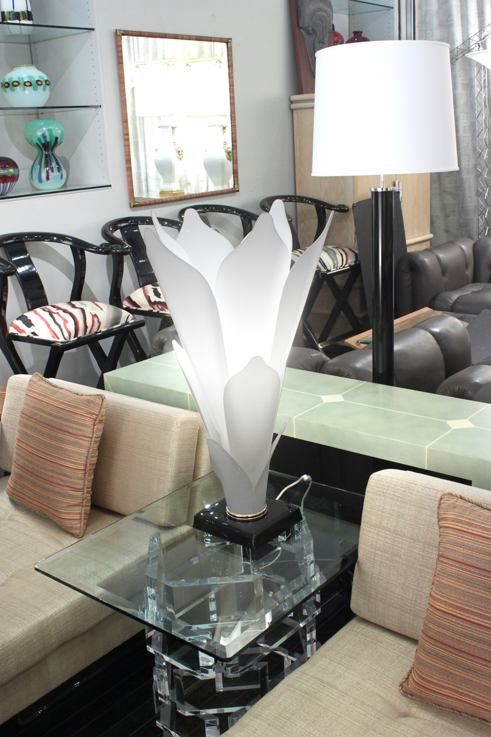 Rougier 30 white petals flower tablelamp220 detail5 hires.jpg