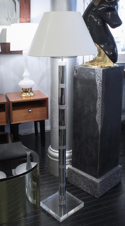 Springer 75 chrome+lucite base floorlamp167 detail5 hires.jpg