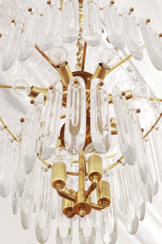 Sciolari 40 big clear crystals chandelier153 detail3 hires.jpg