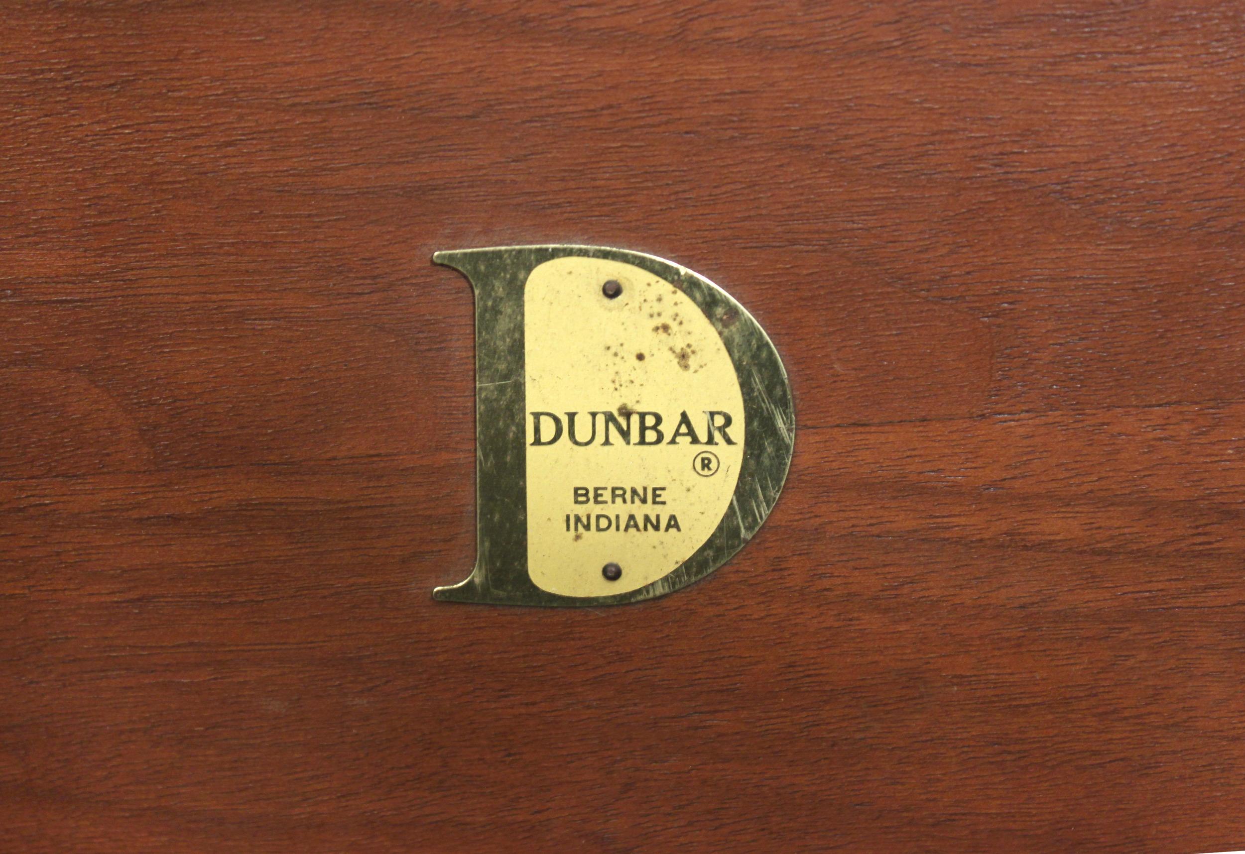 Dunbar 35 walnut parsons table endtable26 detail 2 hires.jpg