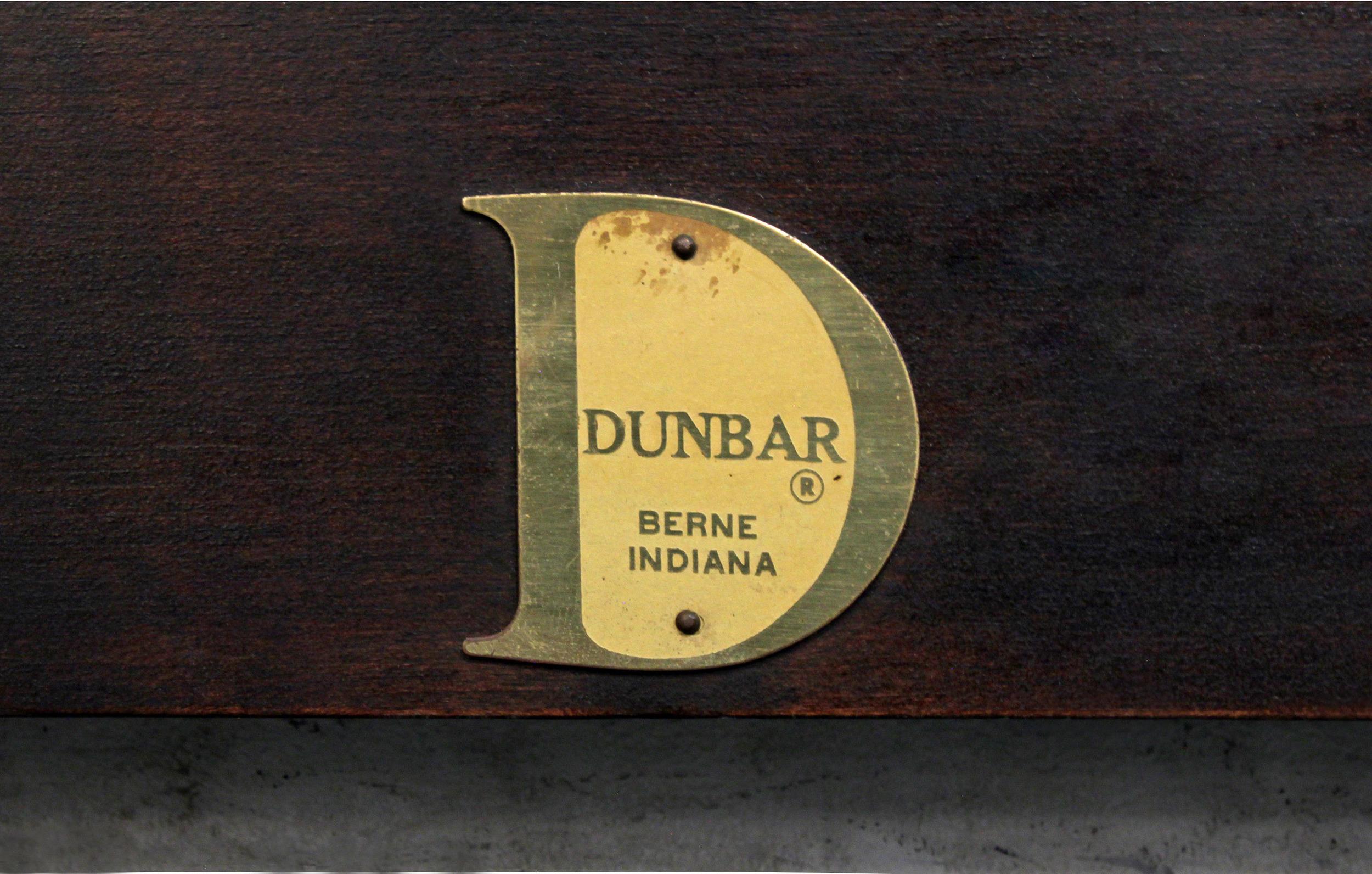 Dunbar 30 mahog+tawi inset full headboard8 detail1 hires.jpg