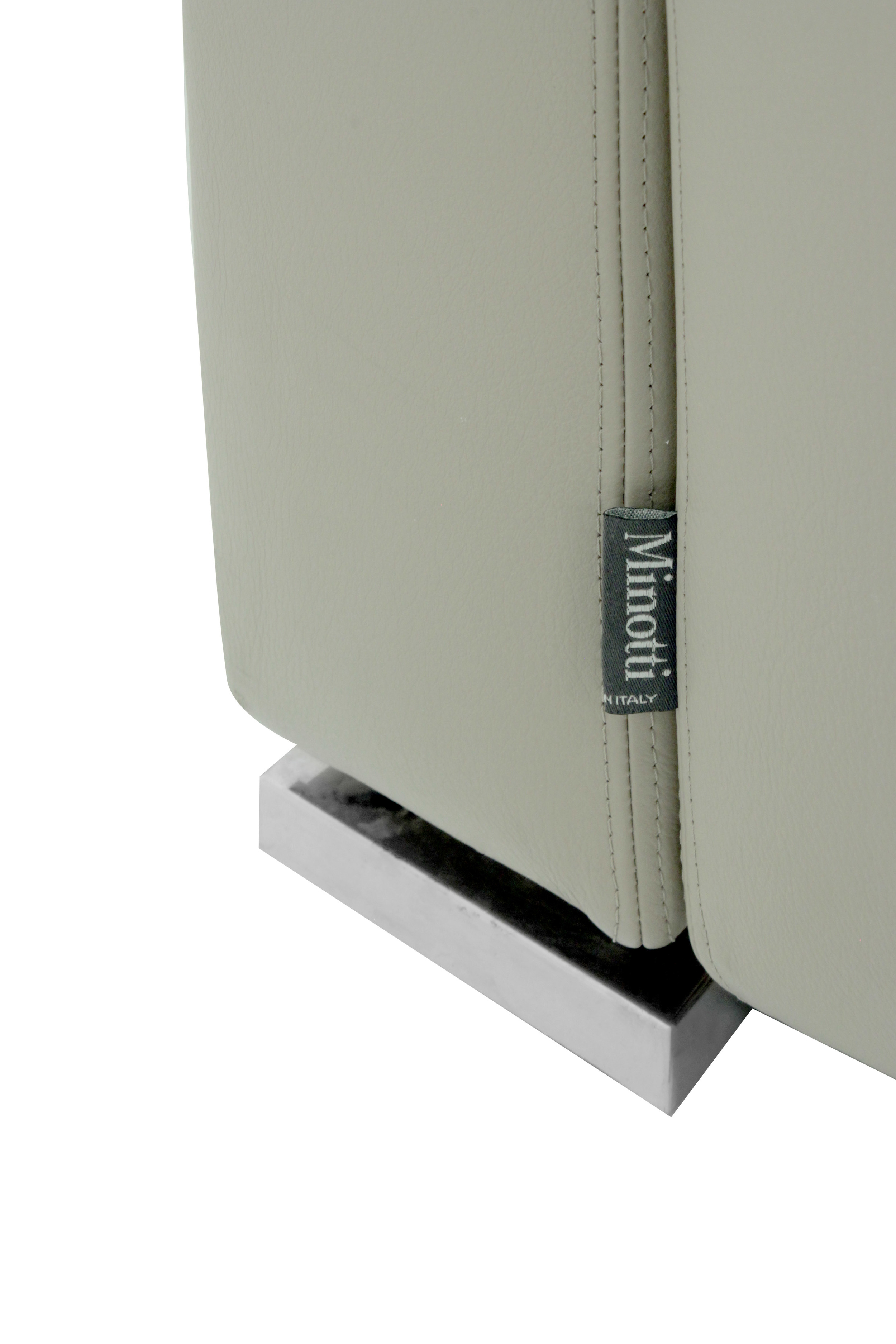 Minotti 65 cleanline lthr clubchairs54 detail4 hires.JPG
