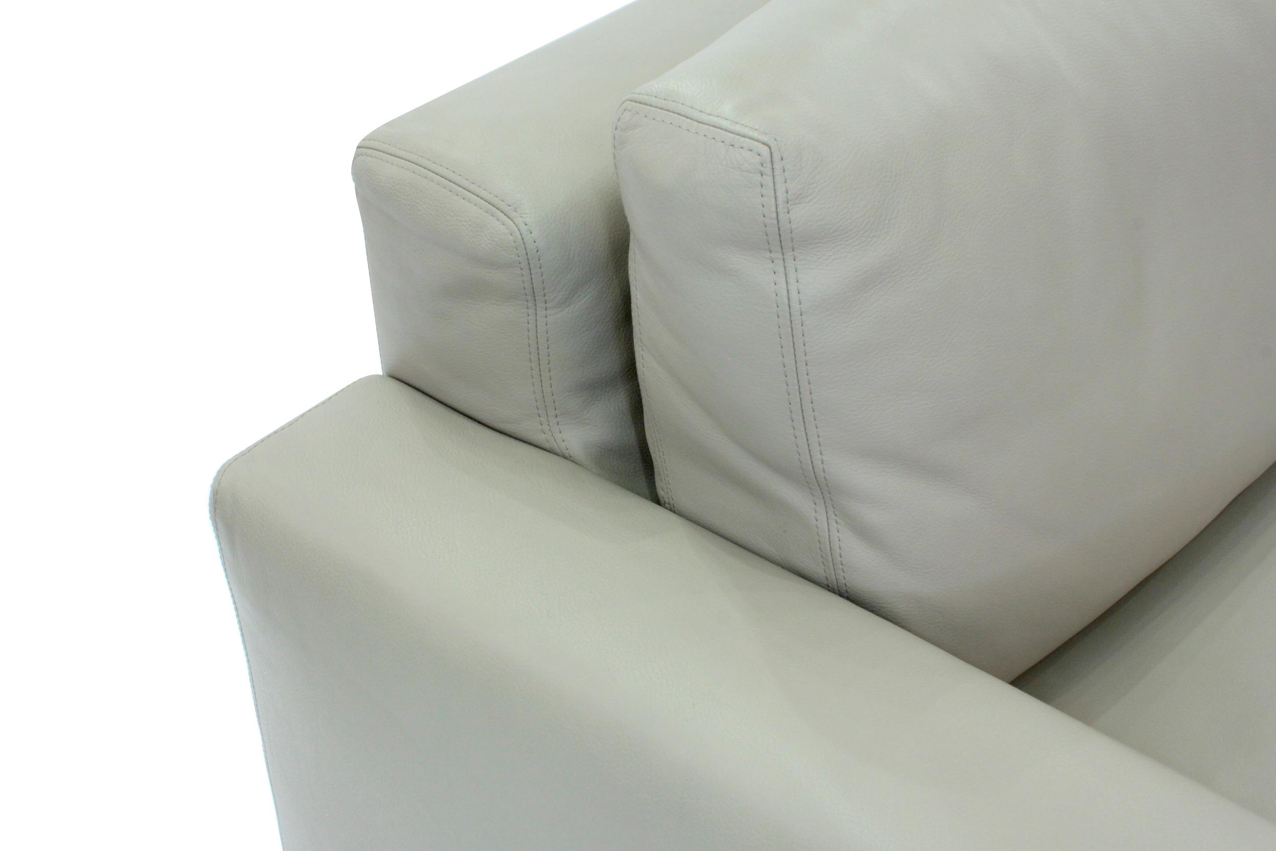 Minotti 65 cleanline lthr clubchairs54 detail5 hires.JPG