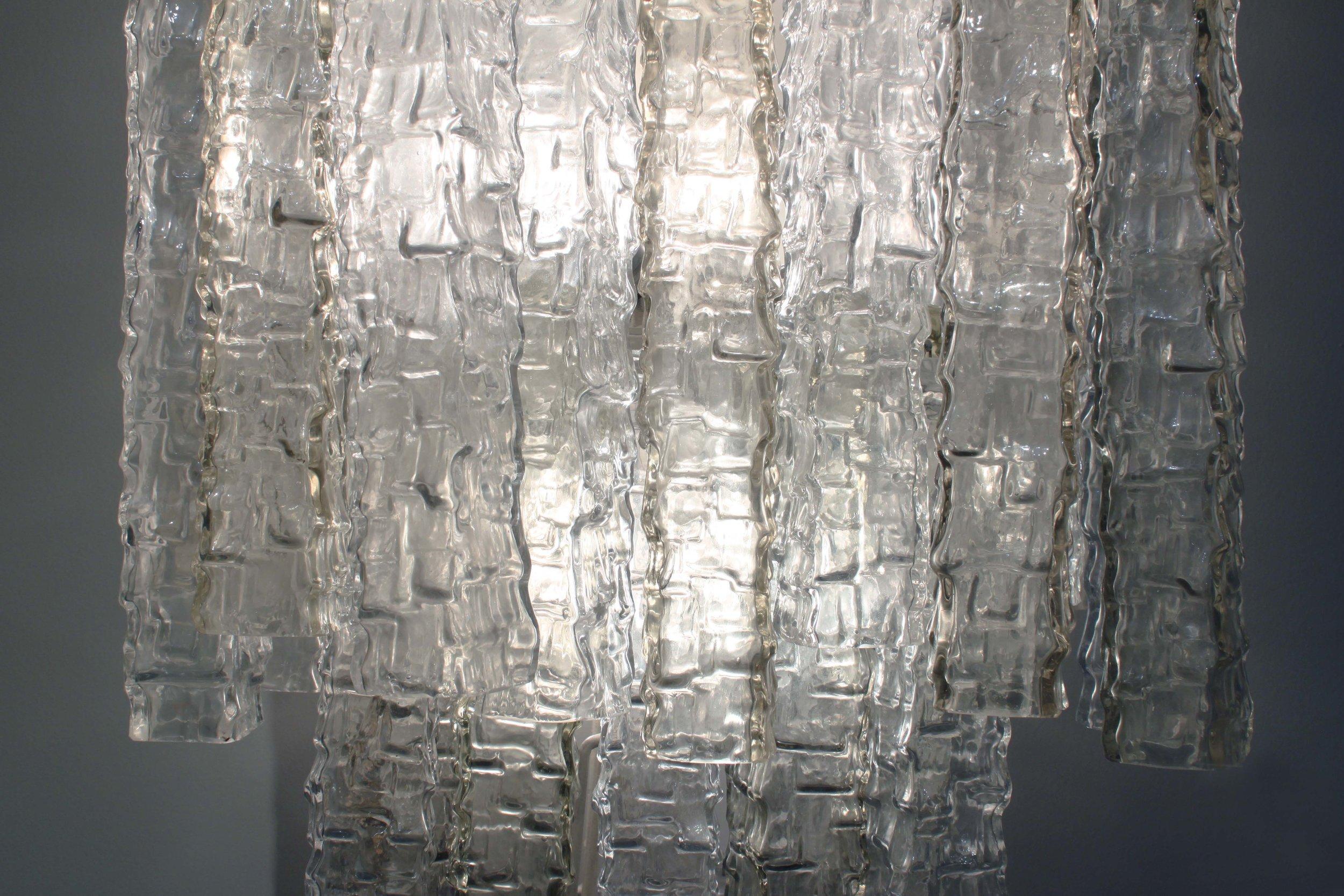 Venini 85 monumental sqr tubes sconce28 detail light on hires hires.jpg