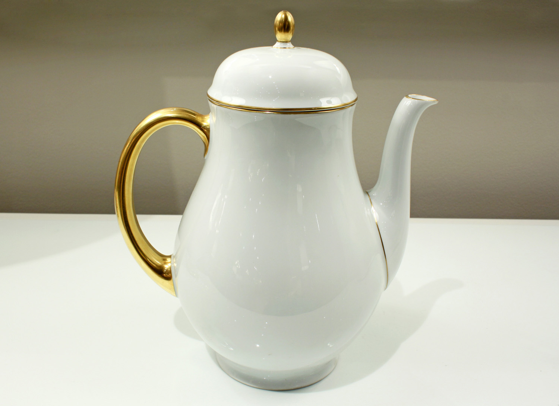 Thomas 15 porcelain dessert+coffee accessory150 hires detail 1.jpg