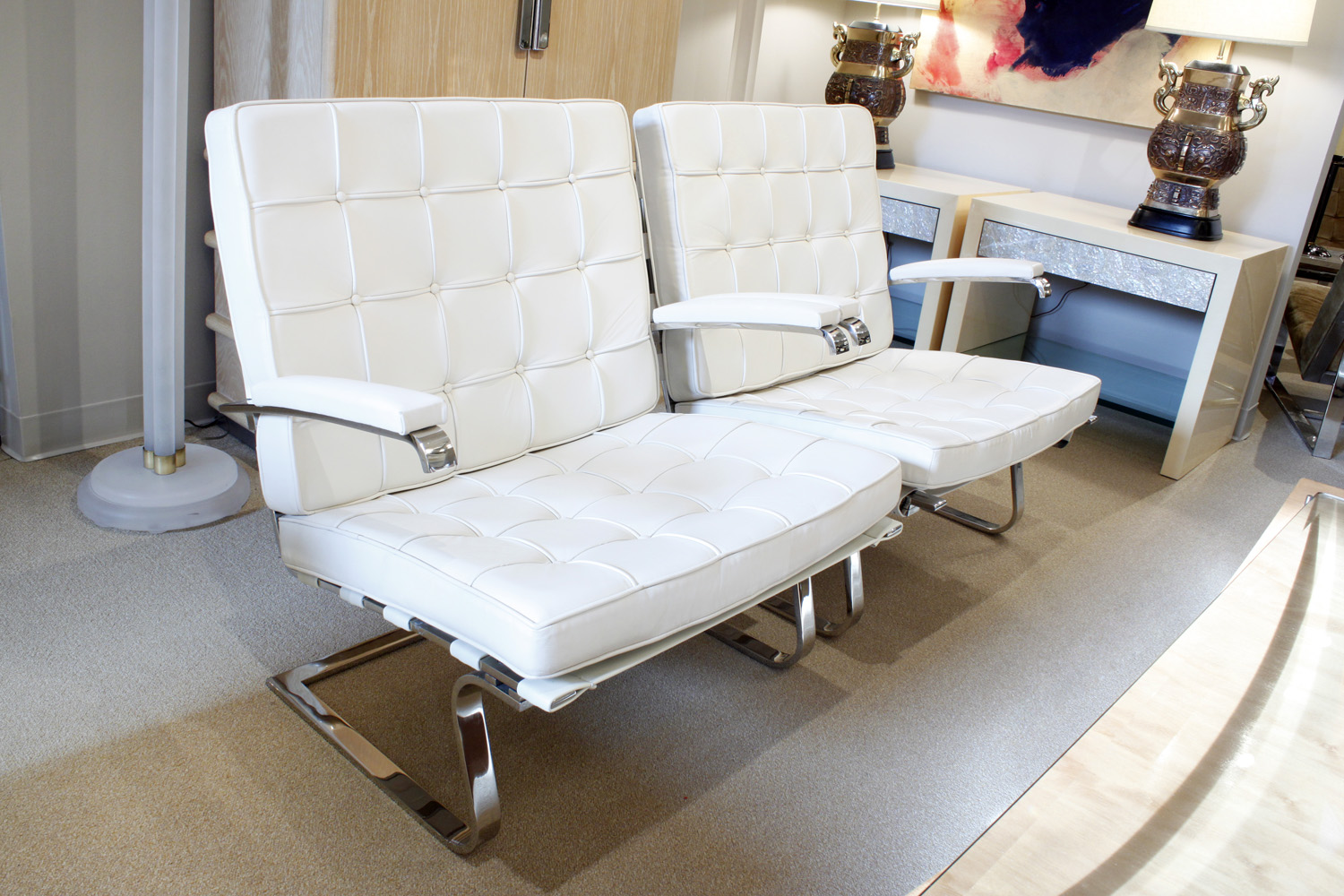 Rohe 150 Tugendhat white lthr loungechairs160 hires atm.jpg