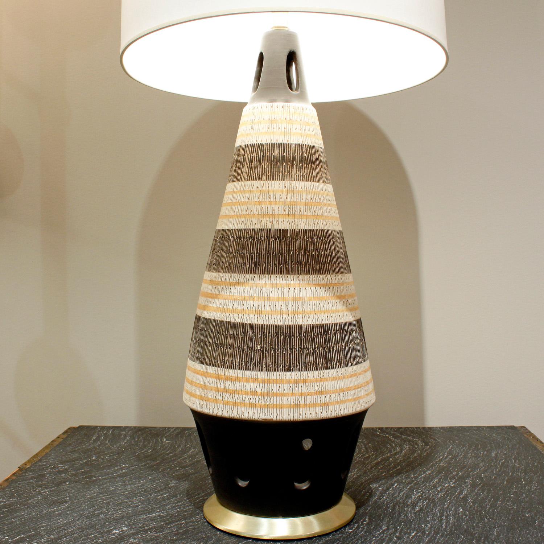 50s 35 Ital sgraffito brass base tablelamp237 hires ceramic detail.jpg