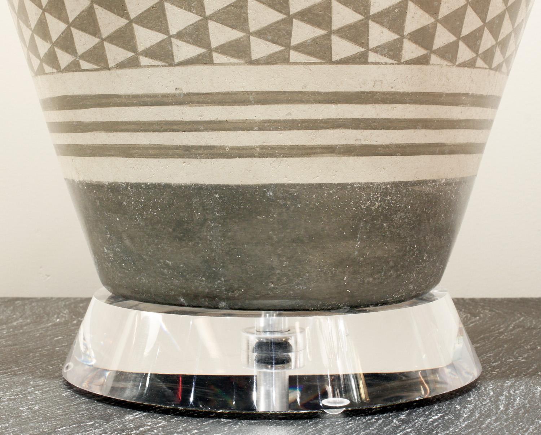 Trattoria G 55 ceramic geom decor tablelamp221 hires base detail.jpg