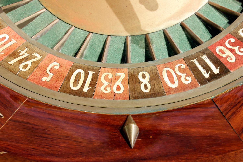 Caro Paris 65 roulette wheel gametable52 nums.jpg