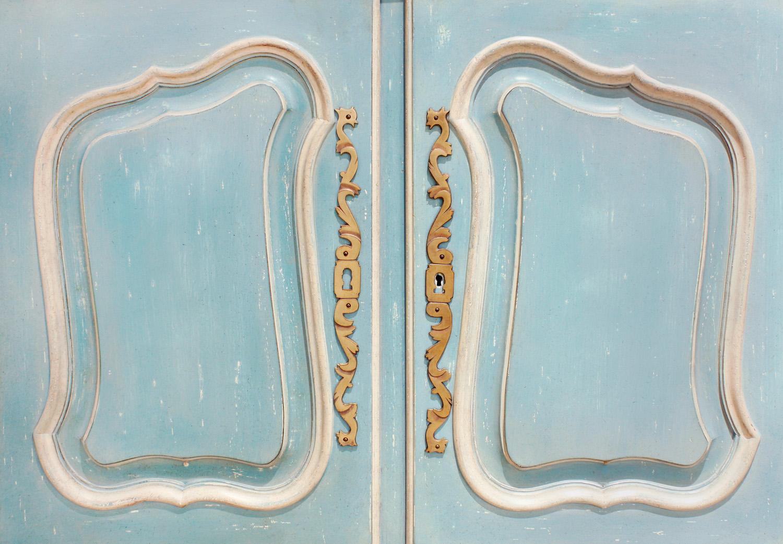 Auffray 180 Bressan Louis XV pr blu cabinet45 btm drs.jpg