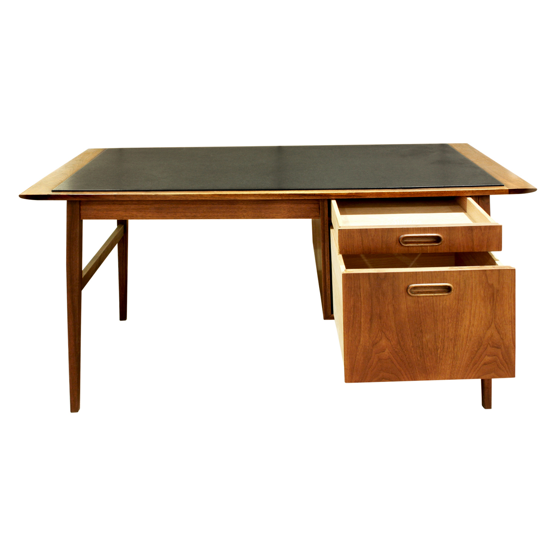 Danish 45 teak w inset micarta desk91 drs opn.jpg