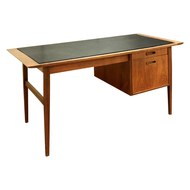 Danish 45 teak w inset micarta desk91 agl.jpg