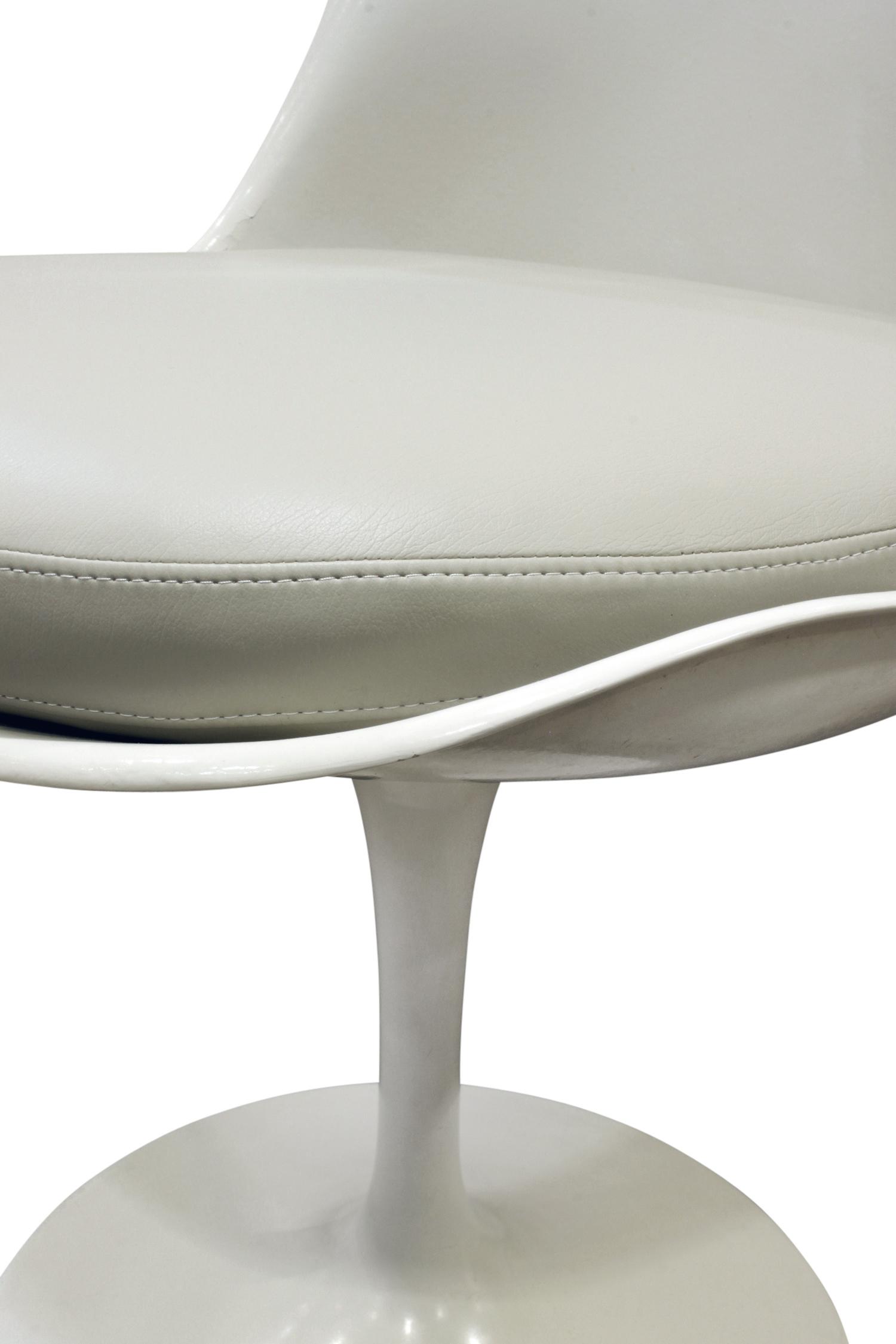 Saarinen 40 Tulip set 4 diningchairs179 cnr dtl.jpg
