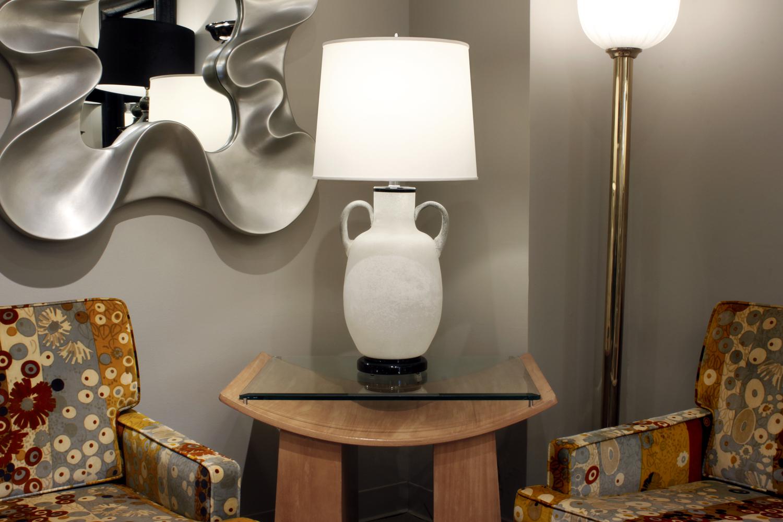 Seguso 45 white scavo urn tablelamp246 atm.jpg