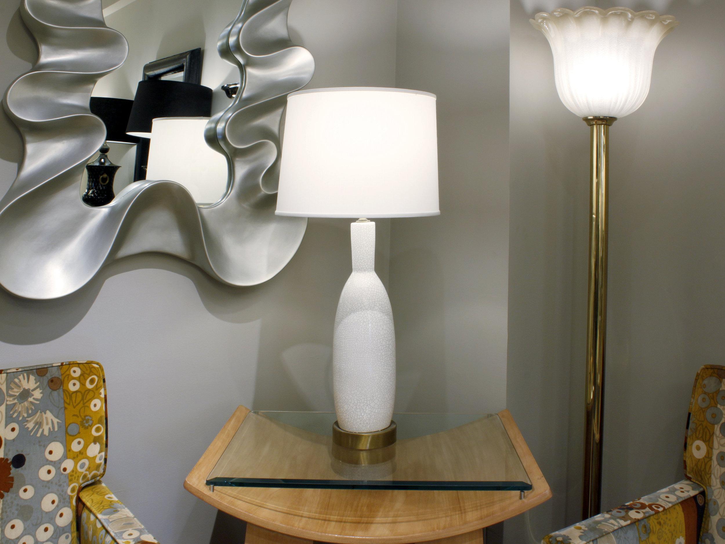 60s 25 white crackle+brass base tablelamp23 atm.jpg