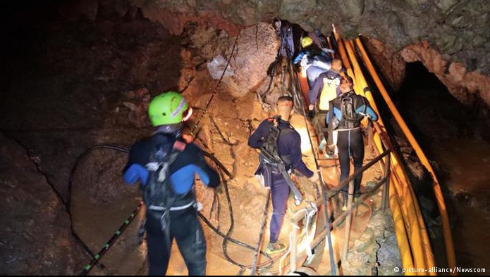 "Photo(c) Picture-Alliance/Newscom, from ' Thailand cave rescue: First boys rescued from trapped soccer team "" in DW.com/DeutscheWelle"