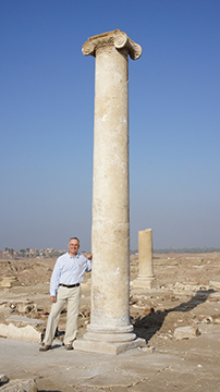 James B. Heidel, archaeologist and president of the Antinoupolis Foundation at Antinoupolis, Egypt, 2016. Art Institute of Chicago website.