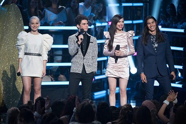 Radio-Disney-Music-Awards-2017-Dove-Cameron-Cameron-Boyce-Sofia-Carson-BooBoo-Stewart-Descendants.jpg