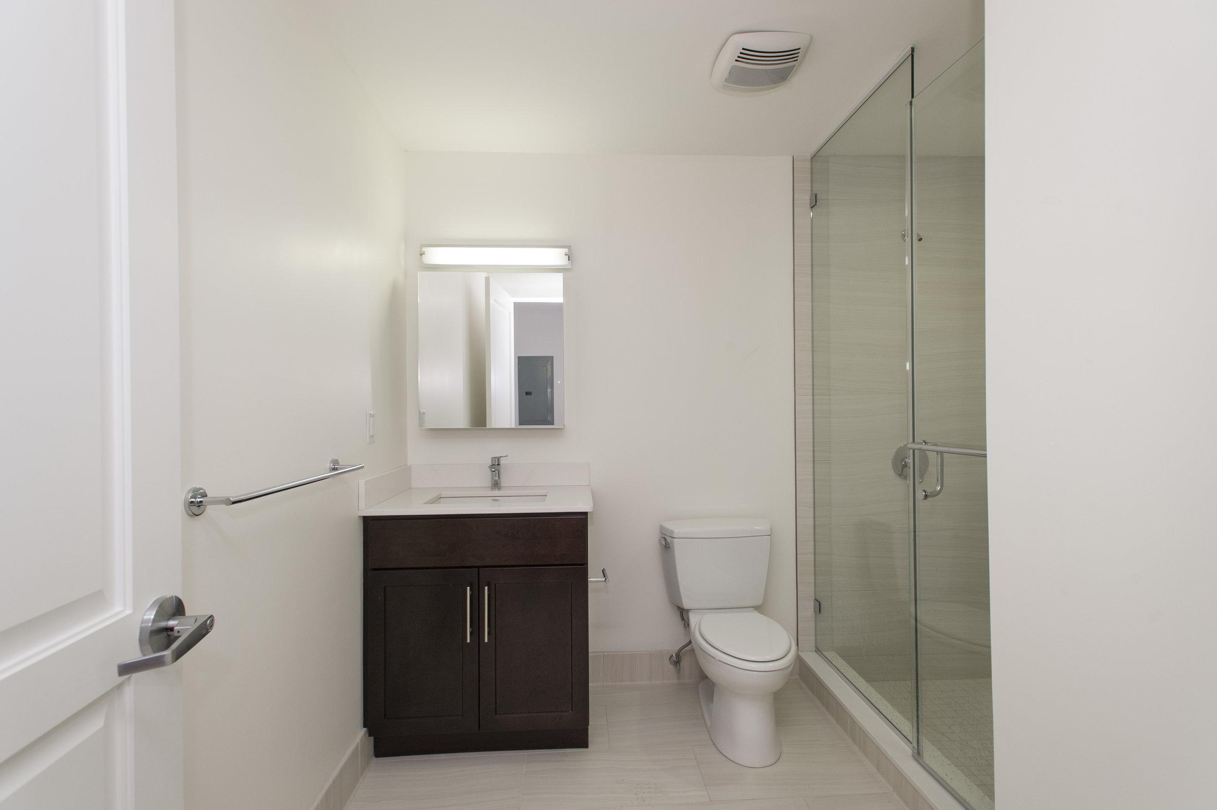 05 bathroom.jpg