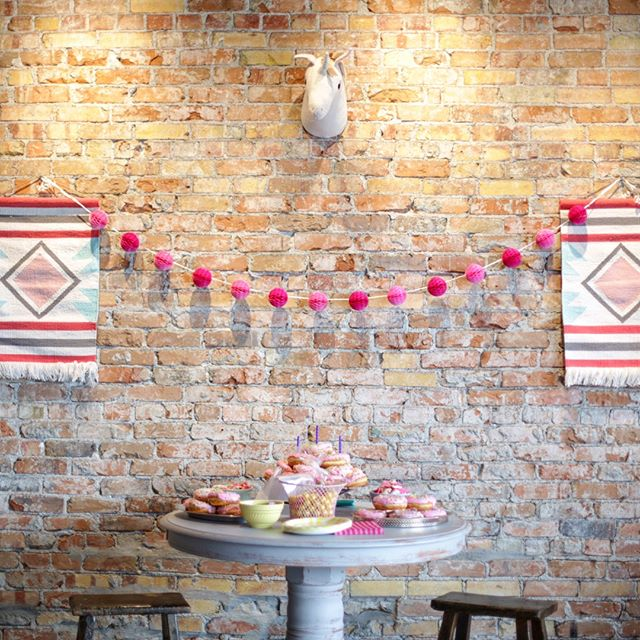 A pretty little birthday party for a pretty little girl. (Pink accents + pink donuts for the WIN!) #birthdayparty⠀⠀⠀⠀⠀⠀⠀⠀⠀ .⠀⠀⠀⠀⠀⠀⠀⠀⠀ .⠀⠀⠀⠀⠀⠀⠀⠀⠀ .⠀⠀⠀⠀⠀⠀⠀⠀⠀ #thevenuestudios #thevenuerigby