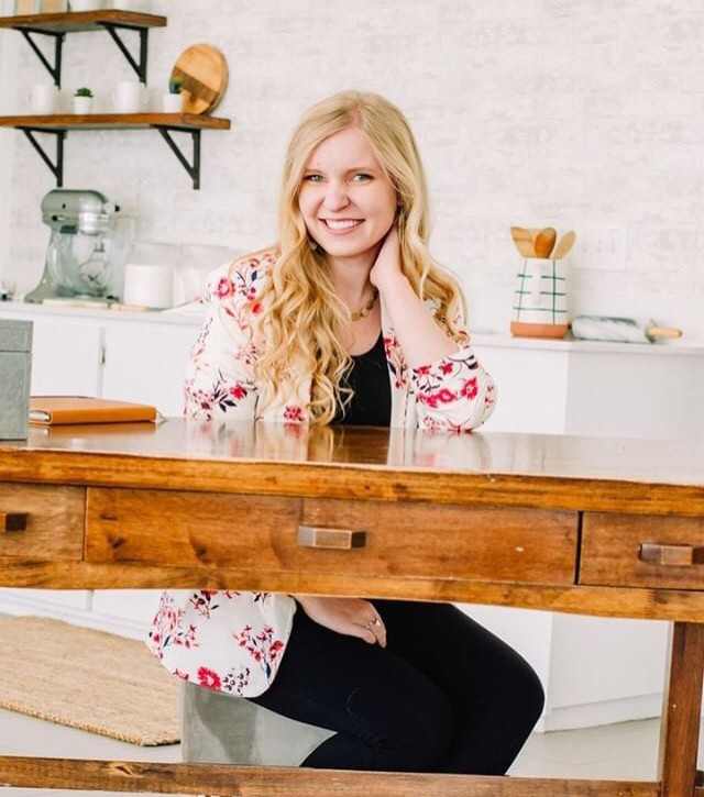 Got cookies? Boston over at @cookiebossco has the cooke skills (and the beautiful face/ adorable personality!) so REACH OUT to her for custom cookies for your next event! Image in the 'White Studio' by @berrypureliving⠀⠀⠀⠀⠀⠀⠀⠀⠀ .⠀⠀⠀⠀⠀⠀⠀⠀⠀ .⠀⠀⠀⠀⠀⠀⠀⠀⠀ .⠀⠀⠀⠀⠀⠀⠀⠀⠀ #rigbyphotostudio #thevenuestudios #rigbyphotographystudios #naturallightstudio #rigbystudiorental #thevenuerigby #whitestudio #photographystudio