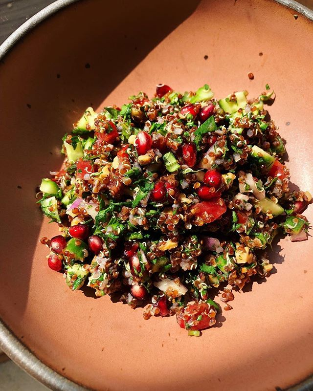 Allllll the herbs. 🌱🌿🍃🍀 Seriously, equal parts herbs to quinoa. Allllll the crunch too. Toasty crushed walnuts and pomegranate seeds do that job. This salad is so bright, it's sunnyish out, & I'm just happy to be here, dangit. One of those days.☀️Boom, happy freaking Thursday!! 🌼 . . If you want to make it👇🏼 •1/2 cup cooked cold quinoa •big handful of herbs, chopped (basil, dill, parsley, cilantro, whatever you got) •some sort of toasty chopped nut or seed •pomegranate seeds, tricky I know, use anything that gives a little burst of sweetness (think: raisins, watermelon, cantaloupe, strawberries, oranges) •cucumber, diced •tomato, diced •red onion, diced or thinly sliced (I like the bigger pieces, but you may not) Mix and drizzle with olive oil, salt, pepper, fresh lemon juice and adjust until it tastes tangy and bright! 🌱🥒🍅🍋✨☀️ . . . . #quinoasalad #veganeats #veganfoodshare #healthyfood #mindbodygreen #foodblogger #quinoa #springsalad #easyrecipes #simplefood #healthy #yum #eeeeeats #bonappétit