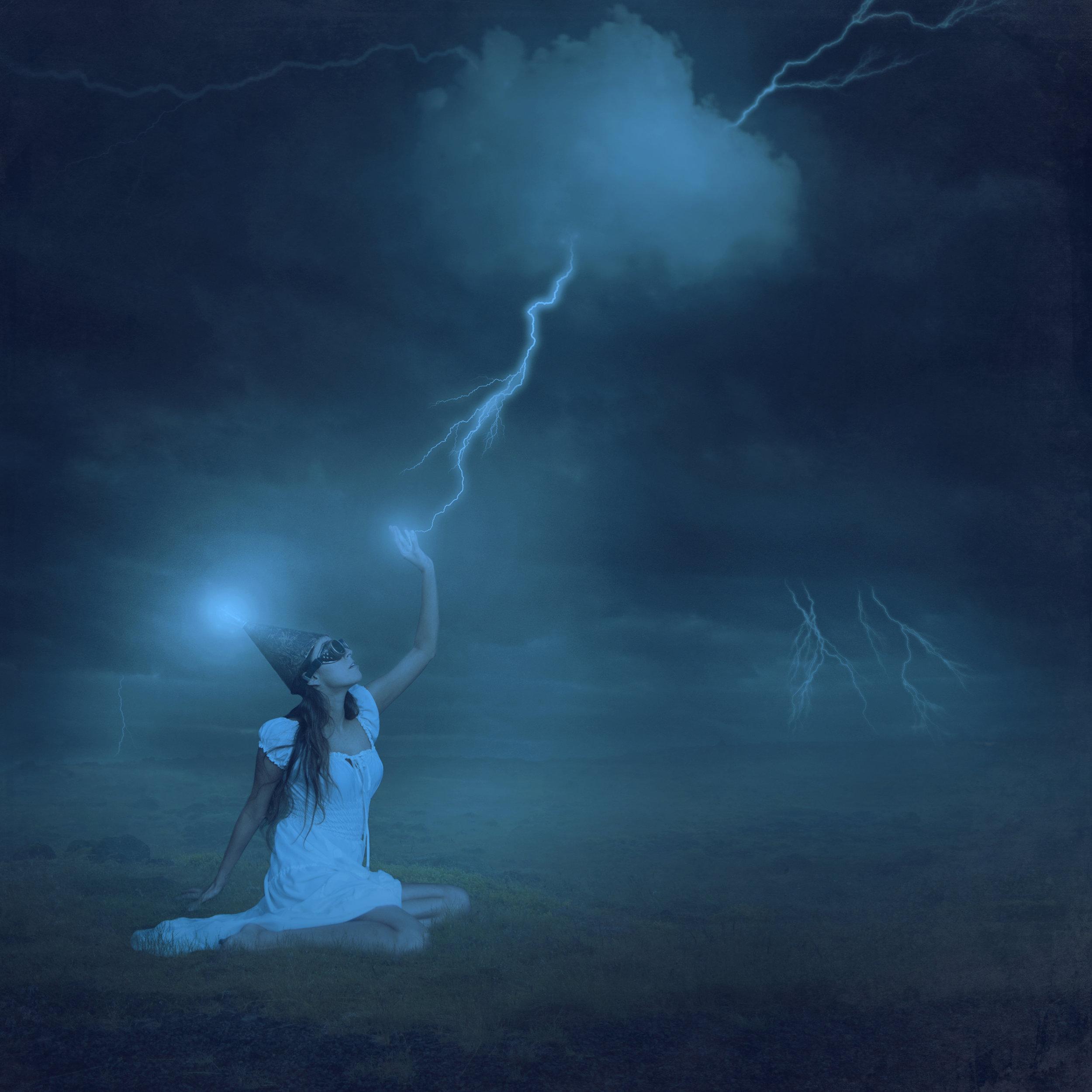 repeticion de foto de bombilla y tormenta.jpg