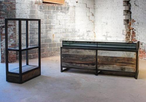 Retail display and vitrine