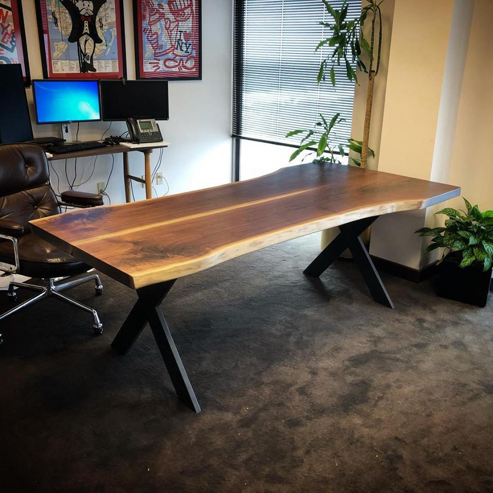 Desk1.jpg