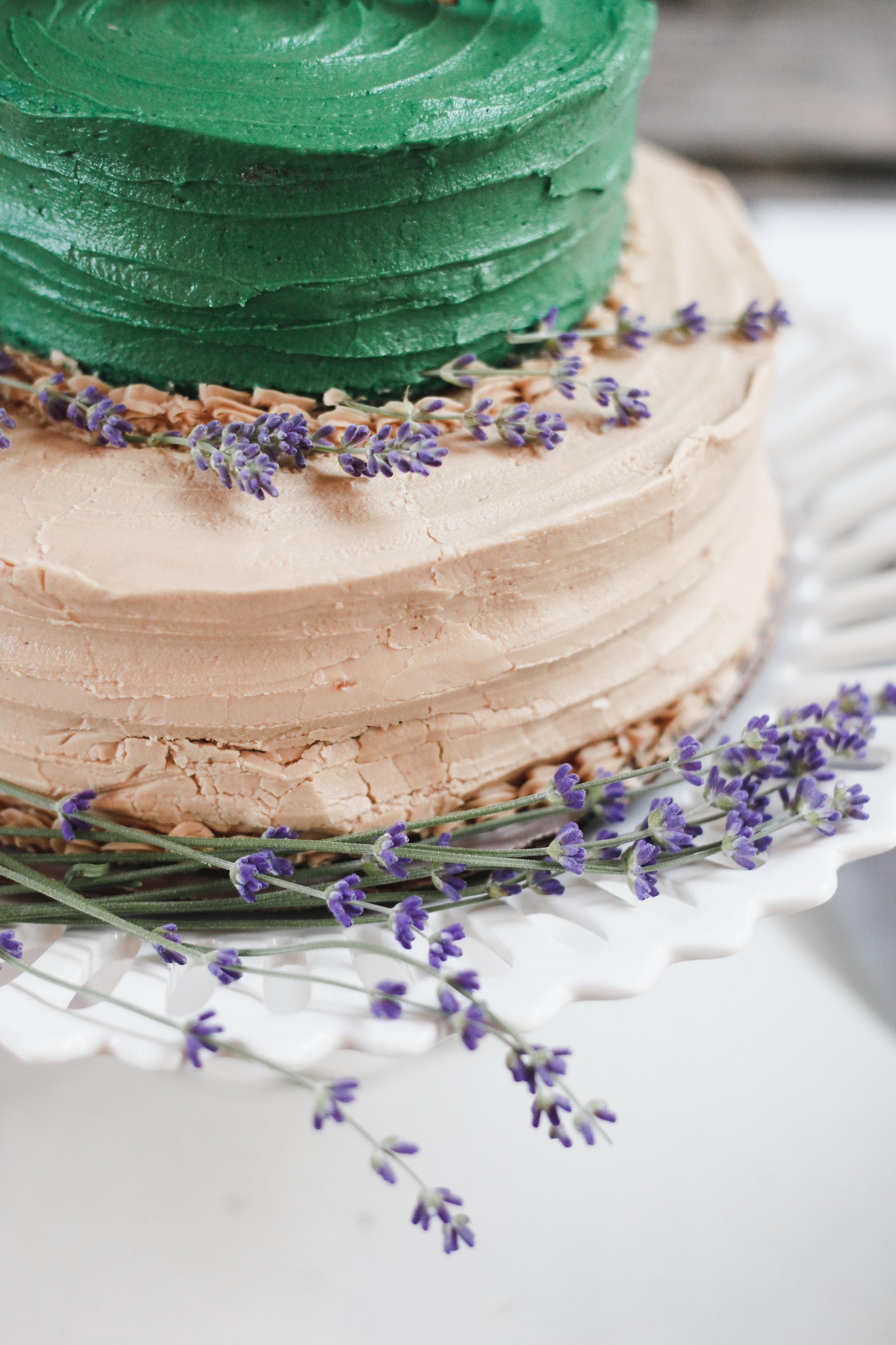 wedding cake with lavendar