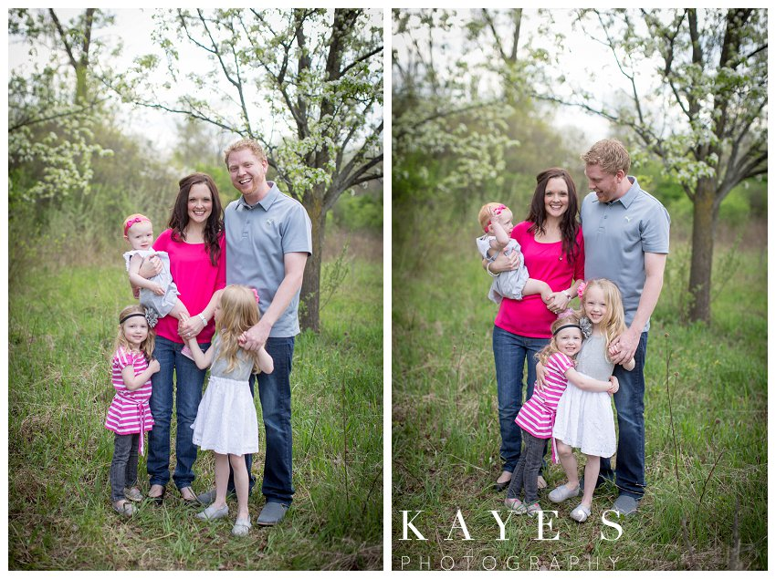 davison michigan family portrait photographer, family portrait photography, outdoor family portrait, best outdoor family portrait photograper, family portrait, sisters love, happy family, family in grass