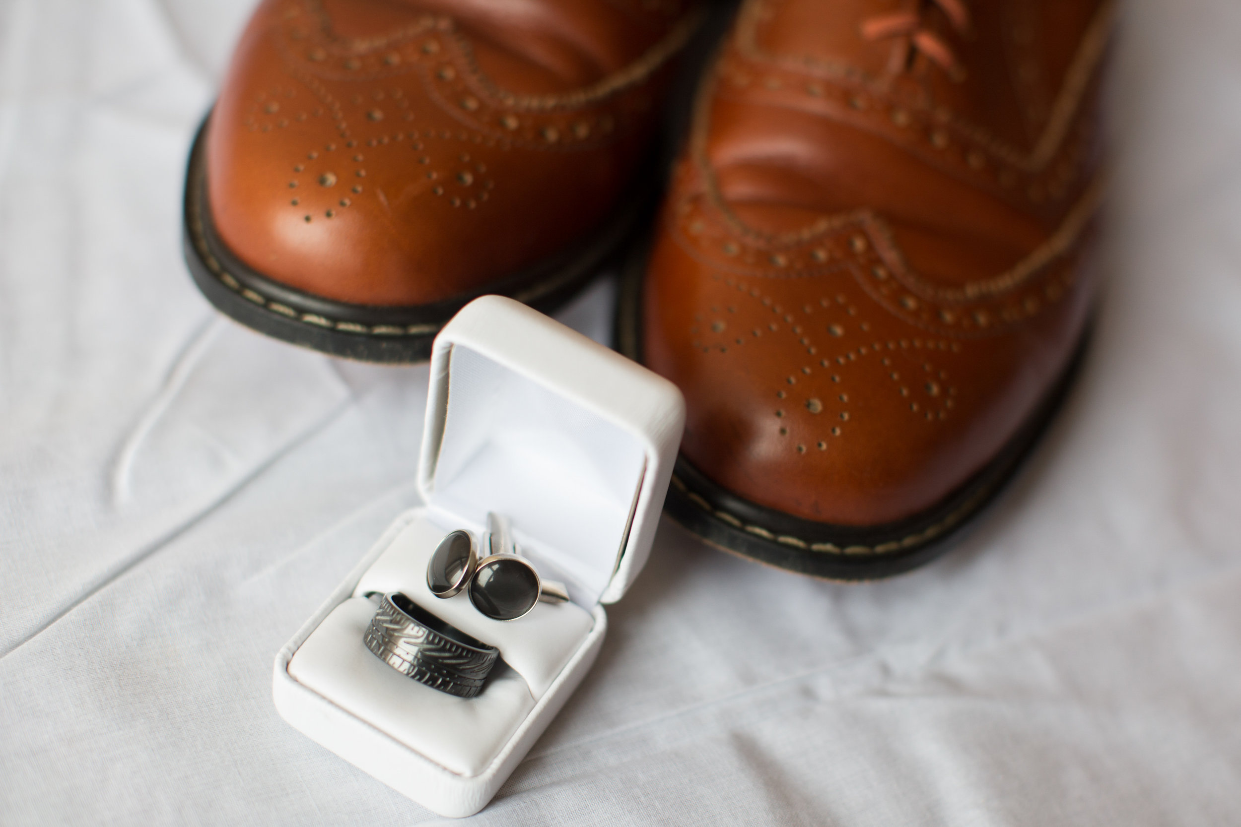 groom-details-ring-and-shoes