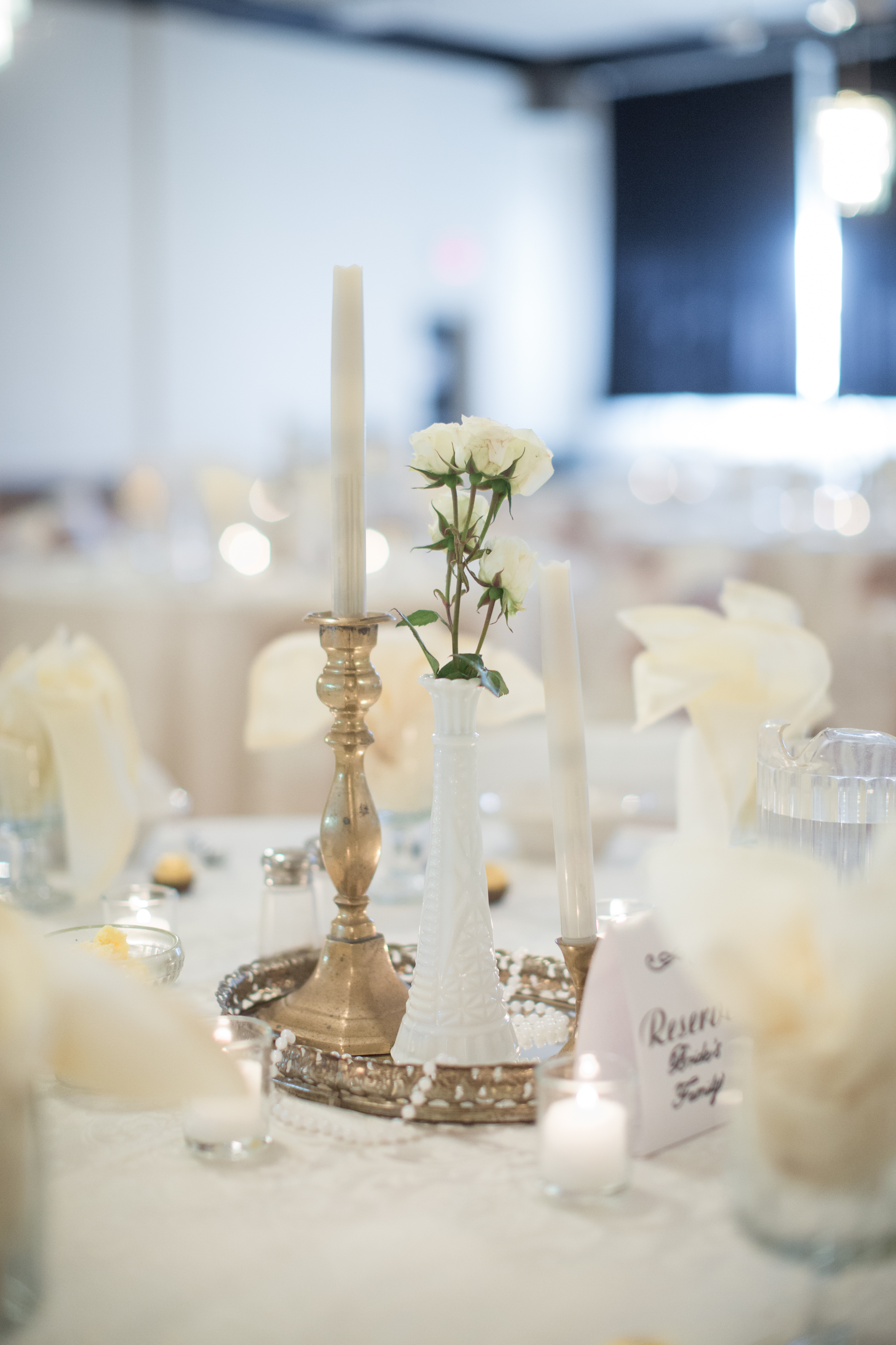 gold and white tablescape at vintage wedding in detroit michigan