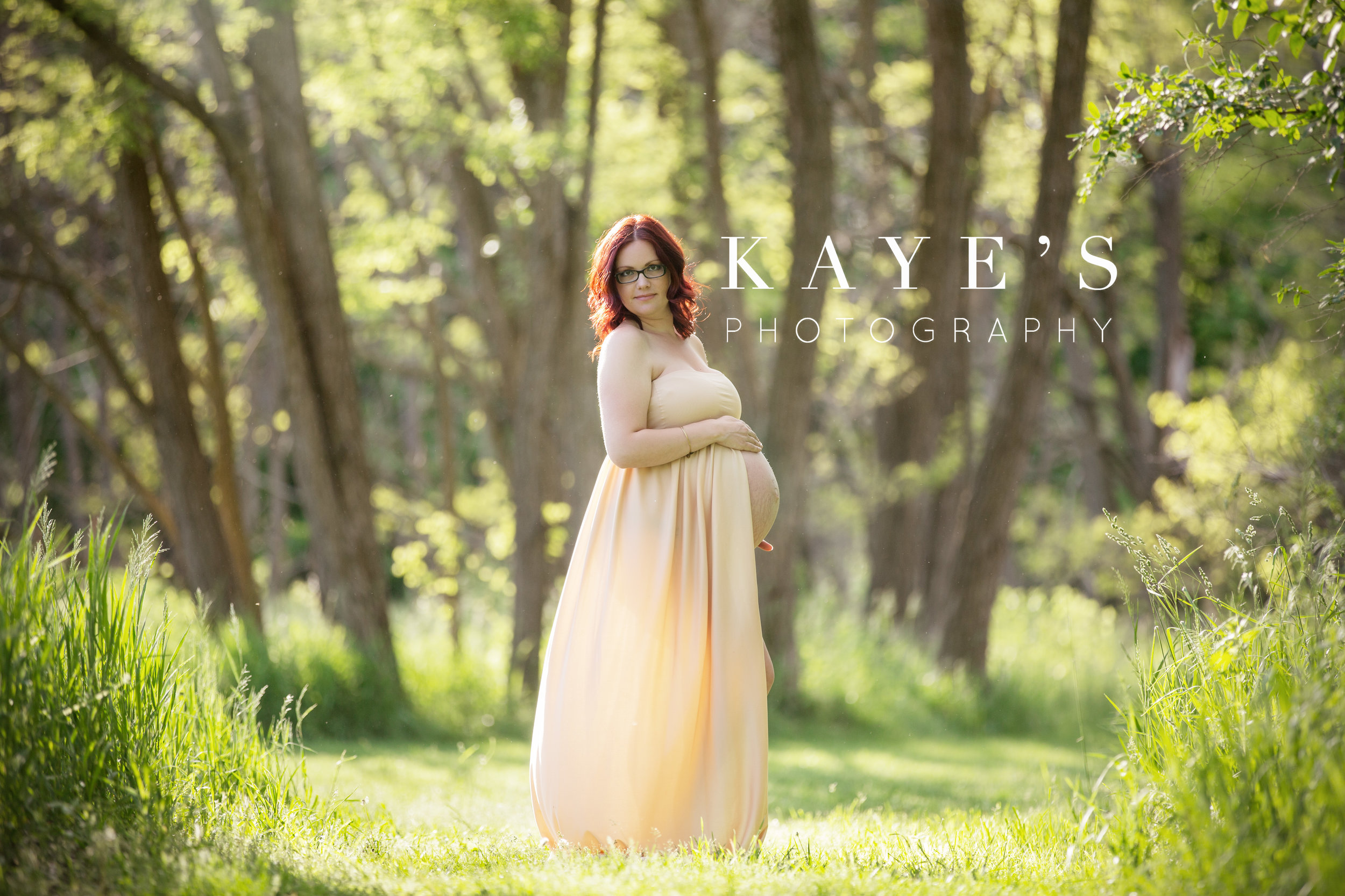 Pregnant woman posing for maternity photos in grand blanc Michigan