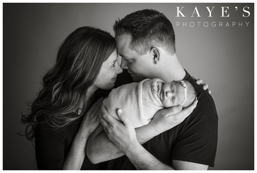 baby girl with mom and dad during newborn baby pictures in grand blanc Michigan