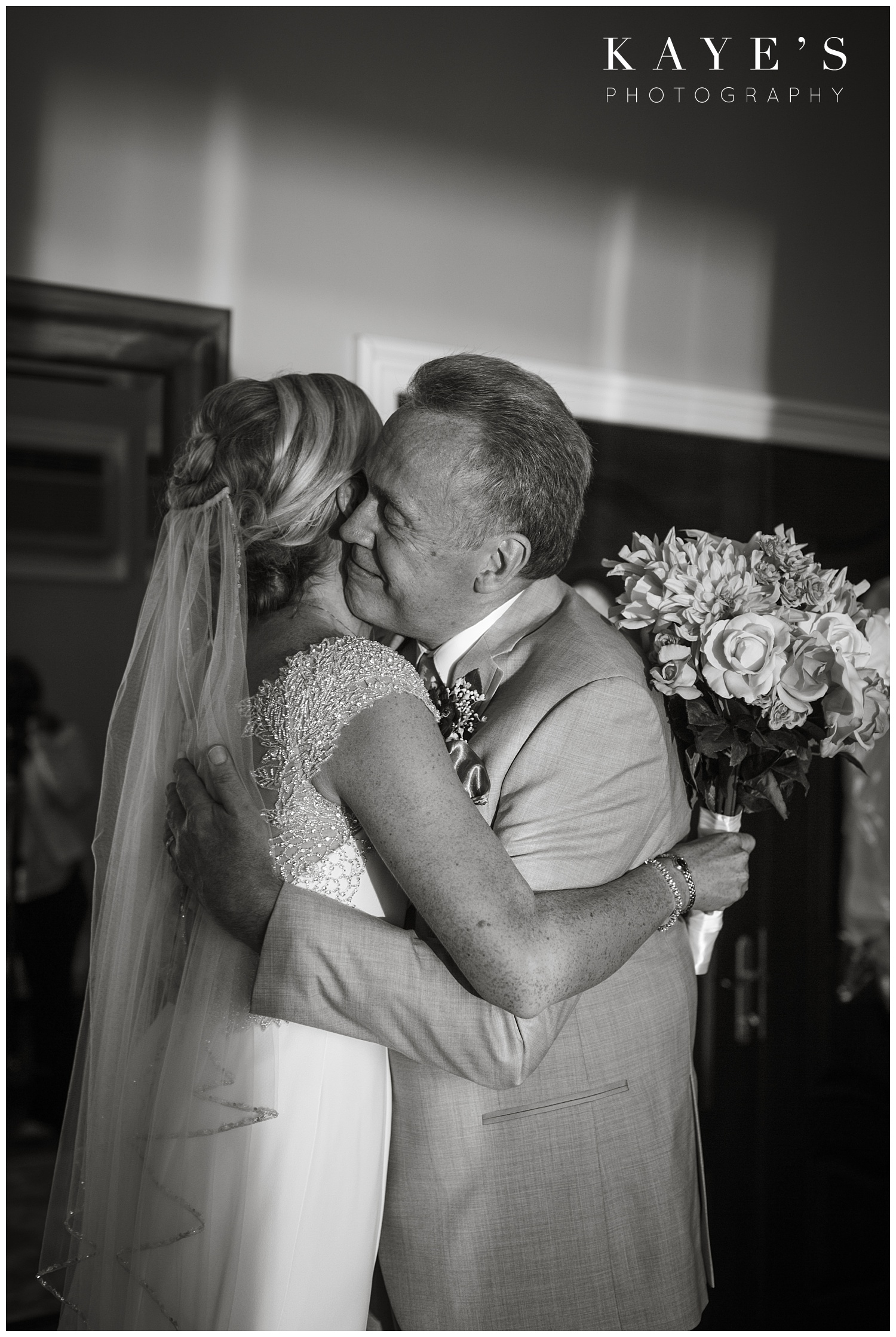 Lake-michigan-beach-wedding-kayes-photography
