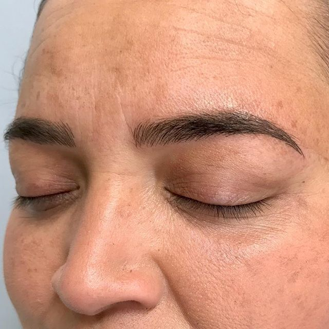 And after my longest posting hiatus, I give you Brows! ☺️ . . #brows #microblading #featherbrows #microfeathering #microstroking #micropigmentation #3deyebrows #spmu #permanentmakeup #permanentbrows #browgamestrong #naturalbrows #microbladingeyebrows #envybodypiercing #californiabrows #californiamicroblading #browsbycorinne #corinneenvy